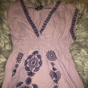 Embroidered bcbgmaxazria 100% cotton top